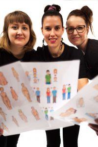 Fanni, Johanna ja Henna SelkoSeks-selkokuvien kanssa